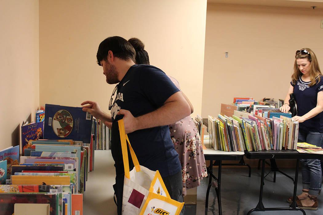 Previamente, los libros vendidos, fueron sustituidos por nuevos para la renta de los usuarios de las bibliotecas. Sábado 4 de agosto de 2018 en la biblioteca central. Foto Cristian De la Rosa / E ...