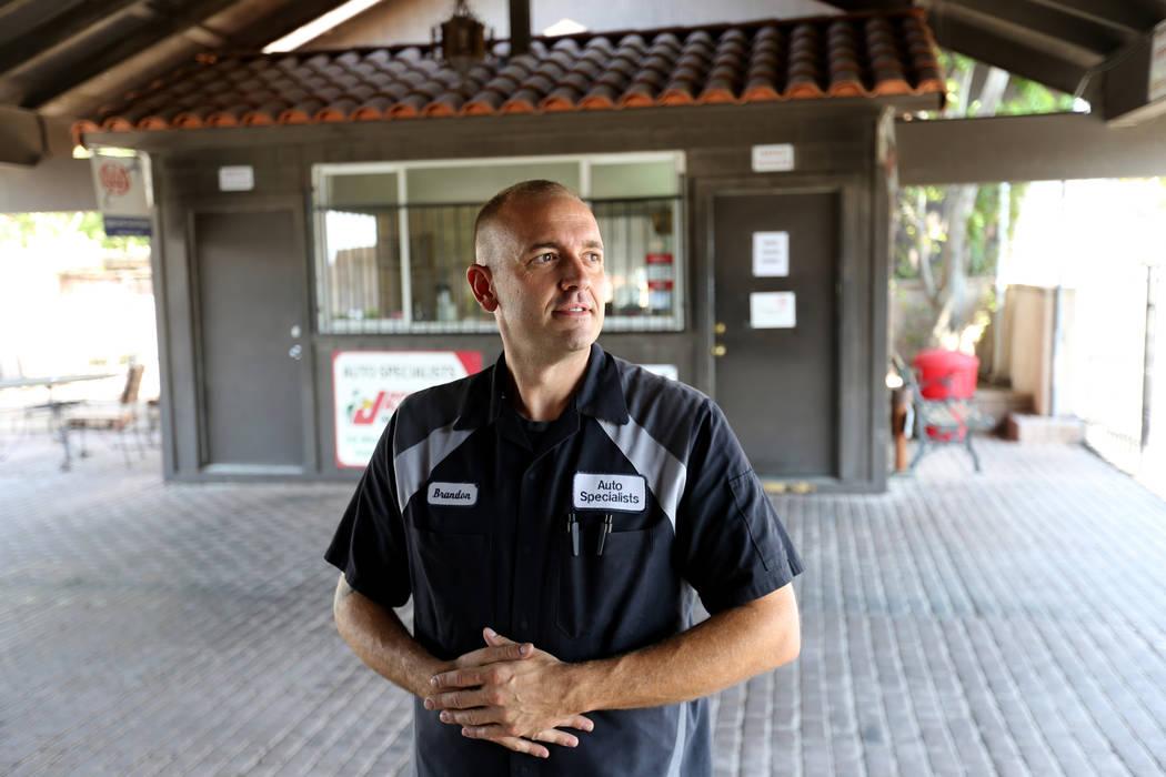 El gerente de servicio Brandon Keller habla con un periodista en Auto Specialists en 705 Juniper Way en Boulder City el miércoles 1 de agosto de 2018. K.M. Cannon Las Vegas Review-Journal @KMCann ...
