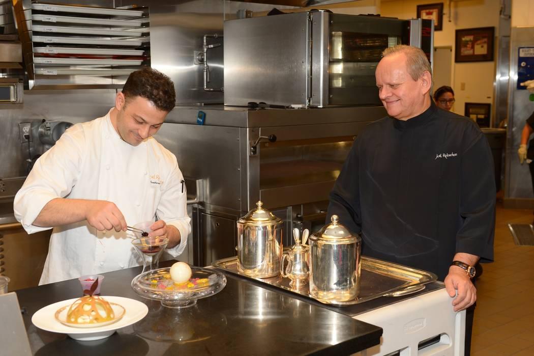 En la cocina con Joёl Robuchon, en Joёl Robuchon en el hotel MGM de Las Vegas. (Bryan Steffy.)