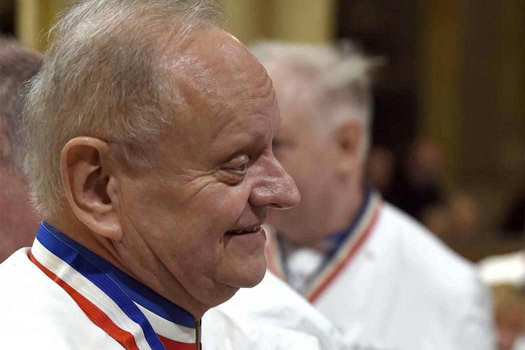 El chef francés Joel Robuchon asiste al funeral del fallecido chef francés Paul Bocuse en la catedral de Saint-Jean, en Lyon, centro de Francia, el 26 de enero de 2018. El maestro de cocina fran ...