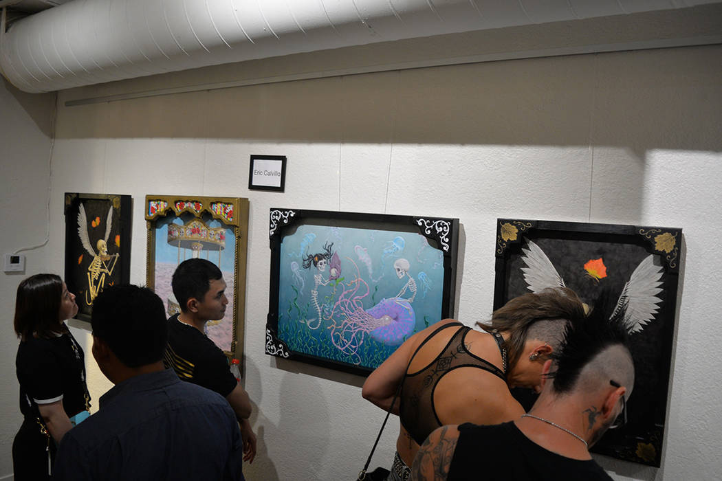 La gente que acudió a la celebración del First Friday disfrutó del trabajo del artista Eric Calvillo. Viernes 3 de agosto de 2018 en el Centro Cultural de Artes. Foto Frank Alejandre / El Tiempo.