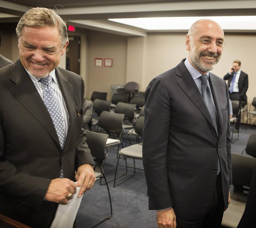 Phil Satre, a la izquierda, presidente de International Game Technology, y Marco Sala, CEO de GTECH Holdings, durante una audiencia especial de la Junta de control de juego el jueves 26 de febrero ...