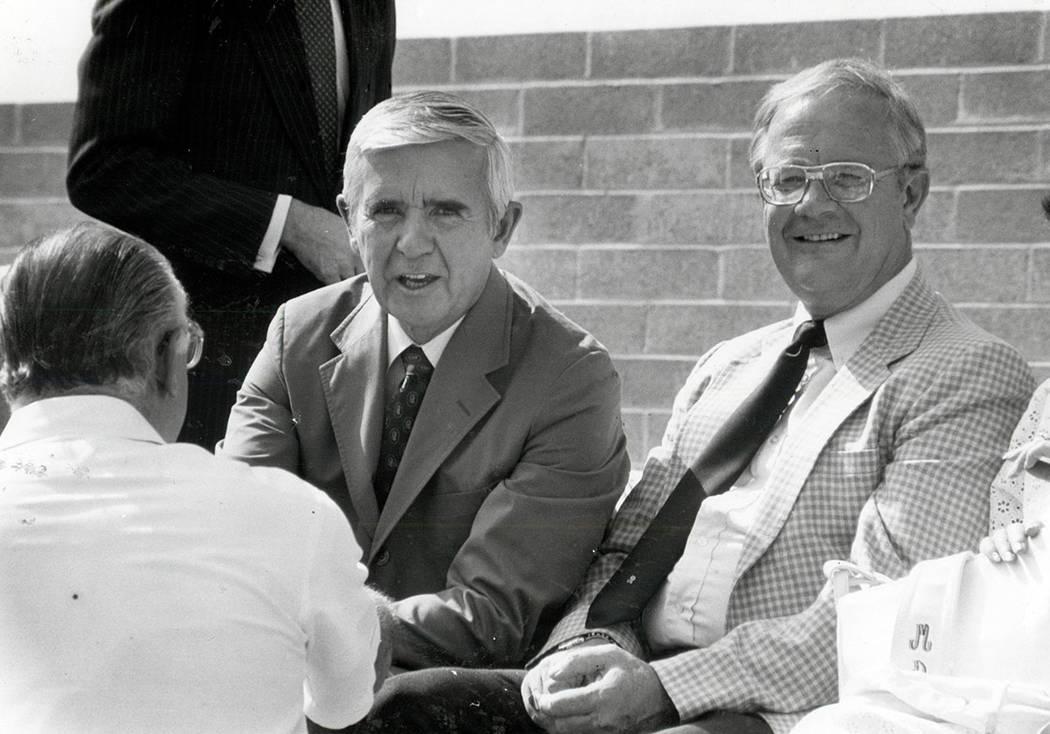 Paul Laxalt 9 de septiembre de 1983 Paul Laxalt y Bob Broadbent (Scott Henry / Las Vegas Review-Journal)