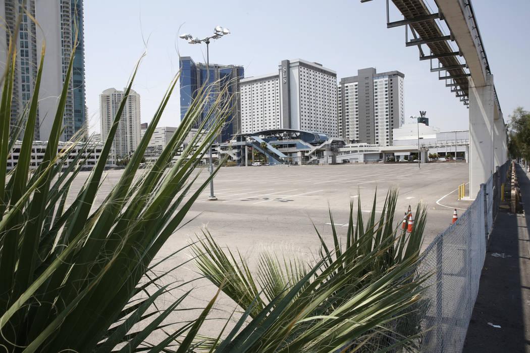 Una propiedad vacante al lado del SLS Las Vegas en la esquina de Sahara Avenue y Paradise Road fotografiada el martes 31 de julio de 2018 en Las Vegas. La sede central de la Asociación Mundial de ...