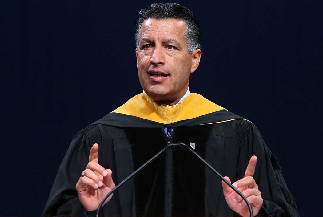 El gobernador Brian Sandoval hace declaraciones durante la ceremonia de graduación de maestría de Western Governors University of Nevada en el Thomas & Mack Center el sábado 2 de junio de 2018 ...