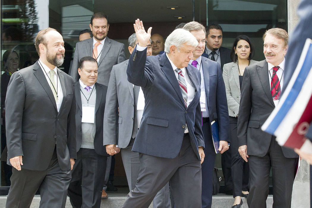 Archivo. México, 15 Ago 2018 (Notimex-José Pazos).- El candidato electo a la presidencia de México, Andrés Manuel López Obrador, sostuvo una reunión con el Secretario General Ejecutivo de la ...