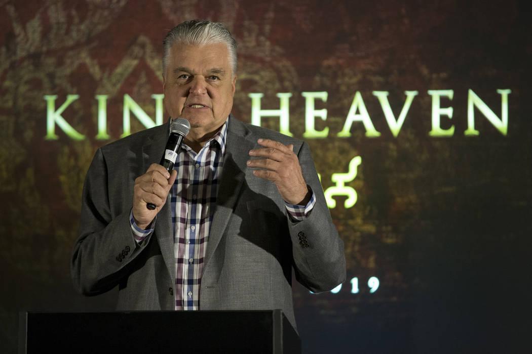 El Comisionado del Condado de Clark Steve Sisolak durante una conferencia de prensa para el futuro local de entretenimiento Kind Heaven, en el hotel-casino The Linq de Las Vegas, el martes 13 de m ...