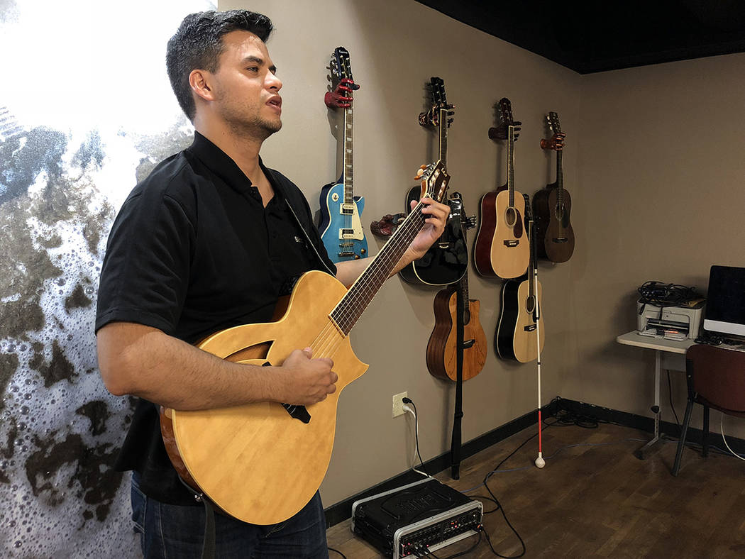 Gustavo Covarrubias en el salón de música. El 8 de agosto de 2018, en el Blind Center of Nevada. Foto Valdemar González / El Tiempo - Contribuidor.