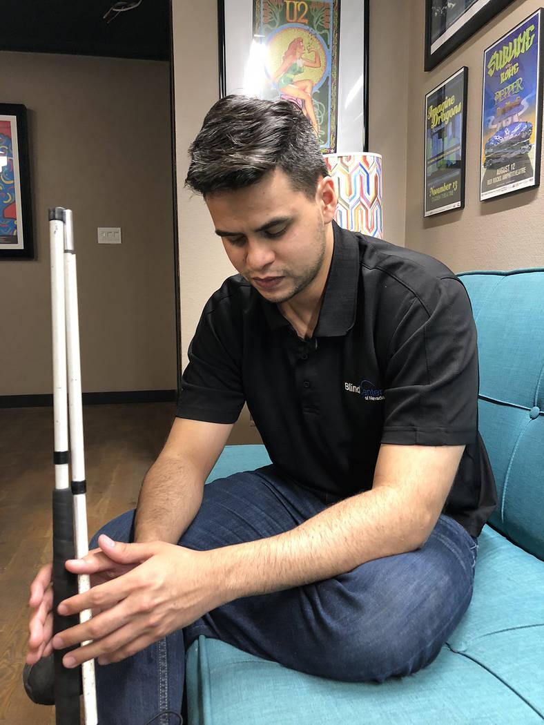 Gustavo Covarrubias, gerente de comunicaciones del BCN, en entrevista con este semanario. El 8 de agosto de 2018, en el Blind Center of Nevada. Foto Valdemar González / El Tiempo - Contribuidor.