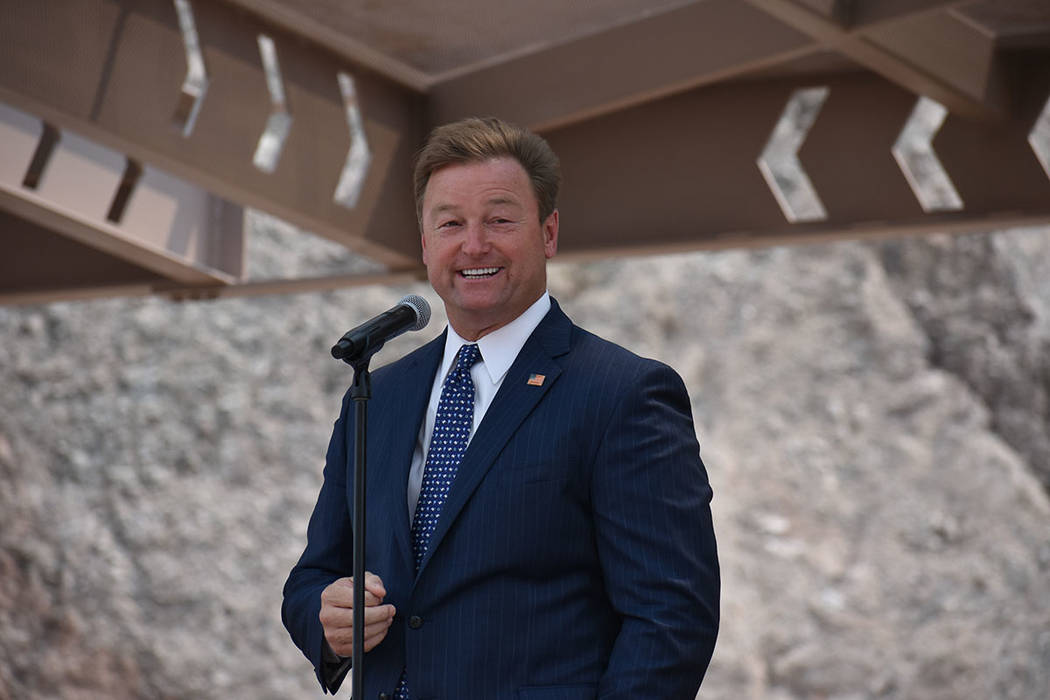 El senador Dean Heller destacó que esta construcción une a Phoenix, Las Vegas y California, lo que permitirá concretar proyectos comerciales. Jueves 9 de agosto de 2018 en Boulder City, Nevada. ...