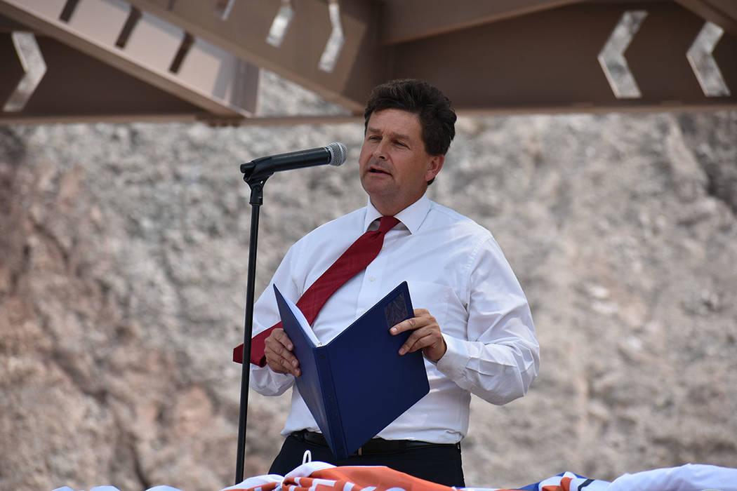 Representantes de agencias gubernamentales y legisladores republicanos y demócratas se unieron para inaugurar la I-11. Jueves 9 de agosto de 2018 en Boulder City, Nevada. Foto Anthony Avellaneda ...