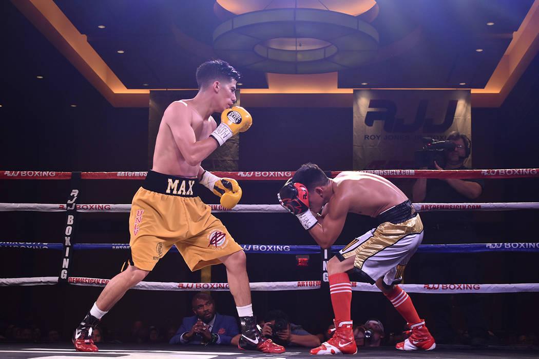 Max Ornelas y Raymond Tabugon ofrecieron una atractiva función de boxeo, en la que imperó la agilidad de ambos jóvenes promesas de este deporte. Viernes 10 de agosto de 2018 en el hotel y casin ...