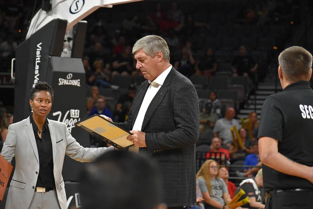 El entrenador Bill Laimbeer durante un partido de la WNBA entre Las Vegas Aces vs Indiana Fever. Sábado 11 de agosto del 2018 en el Centro de Eventos del Mandalay Bay. Foto Anthony Avellaneda / E ...