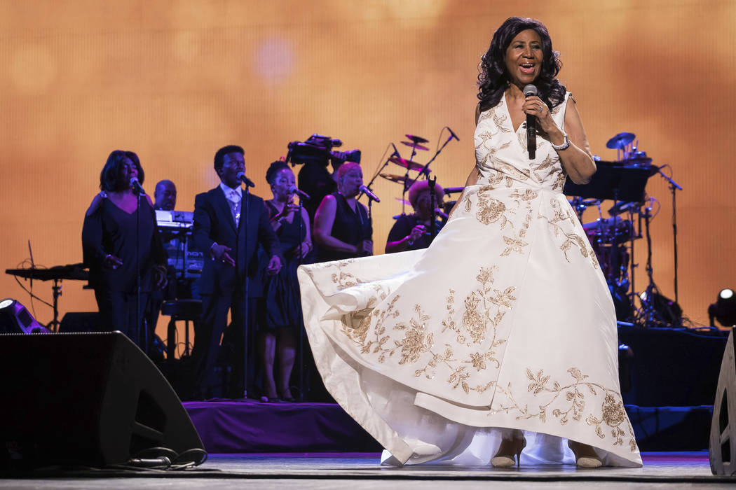"""Aretha Franklin canta en el estreno mundial de """"Clive Davis: la banda sonora de nuestras vidas"""" en el Radio City Music Hall, durante el Festival de Cine de Tribeca 2017, en Nueva York, el 19 de ab ..."""