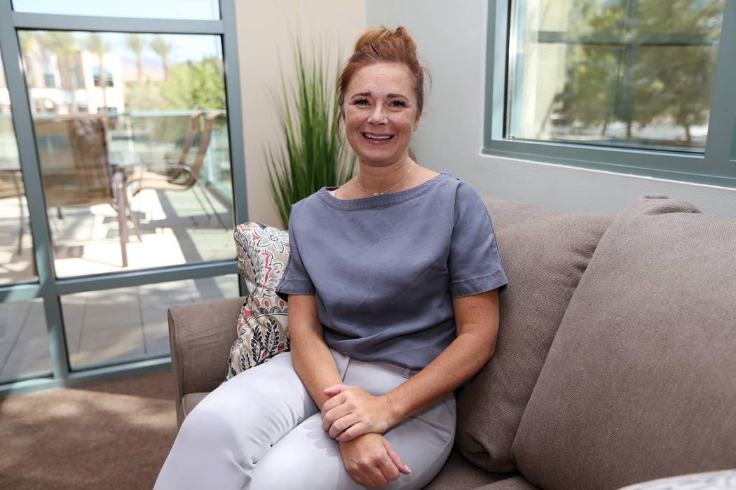 Erin Snell, directora de desarrollo comercial del Center for Hope, un centro de tratamiento de trastornos alimenticios, durante un evento de puertas abiertas de las nuevas instalaciones del centro ...