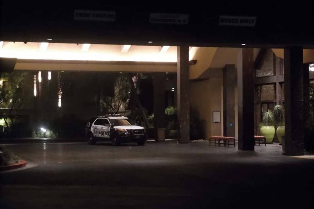 Los detectives de homicidios están investigando el miércoles 15 de agosto de 2018, después de que una mujer muriera en el Tahiti Village Resort. (Max Michor / Las Vegas Review-Journal)