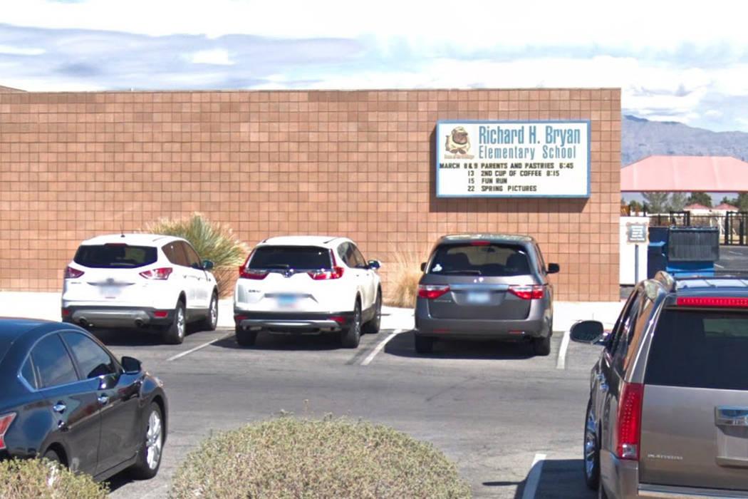 Un hombre adulto se acercó a tres estudiantes de la Escuela Primaria Richard Bryan el martes por la mañana e intentó atraerlos a su automóvil, informó la escuela. (Google Street View)