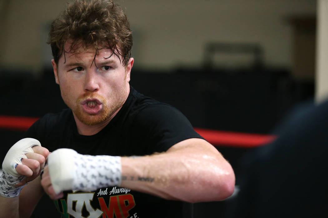 """Archivo.- El boxeador Saúl """"Canelo"""" Álvarez, se ejercita en su gimnasio en San Diego, California, el viernes 27 de julio de 2018. Foto Erik Verduzco / Las Vegas Review-Journal."""