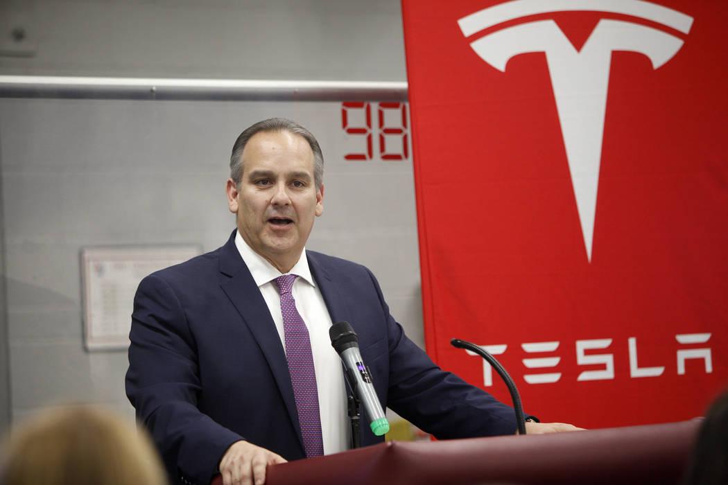 El Superintendente del Distrito Escolar del Condado de Clark, Jesús Jara, habla en un evento donde Tesla y líderes educativos revelaron nuevas oportunidades para la robótica para la educación ...