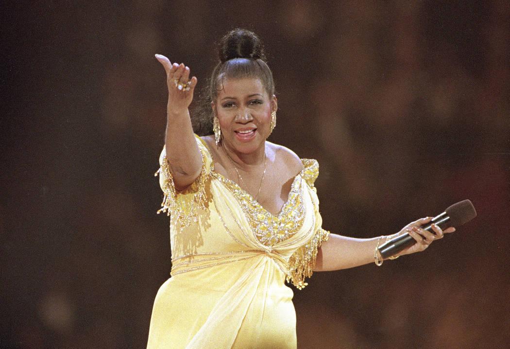 La cantante Aretha Franklin se presenta en la gala inaugural del presidente Bill Clinton en Washington, el 19 de enero de 1993. Franklin murió el jueves 16 de agosto de 2018 en su casa en Detroit ...
