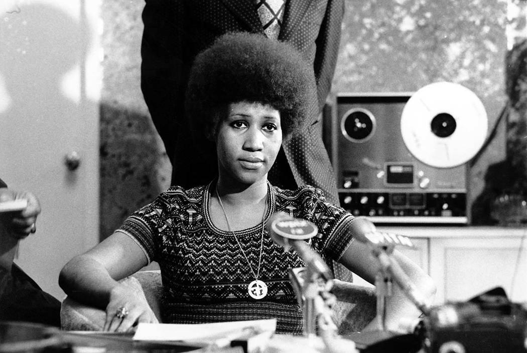 Aretha Franklin se muestra en una conferencia de prensa el 26 de marzo de 1973. (AP Photo)