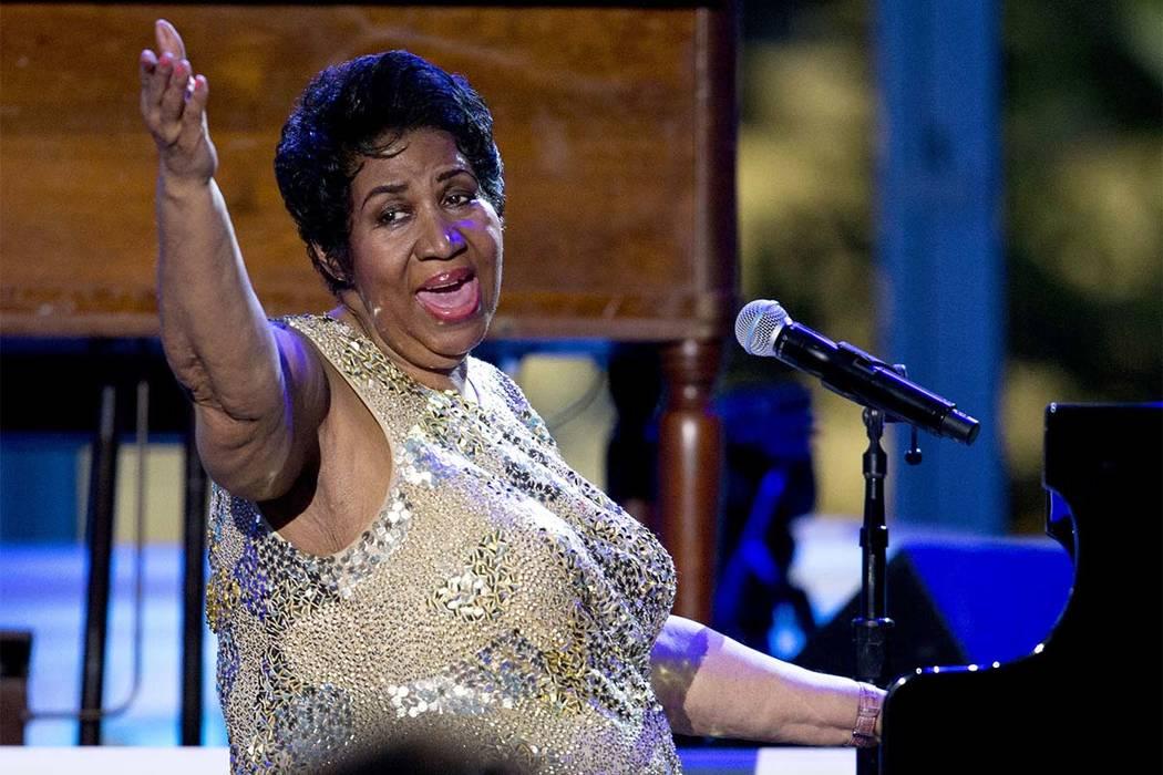 Aretha Franklin se presenta en el Concierto del Día Internacional del Jazz en el jardín sur de la Casa Blanca del Washington, 29 de abril de 2016. (Carolyn Kaster / AP)