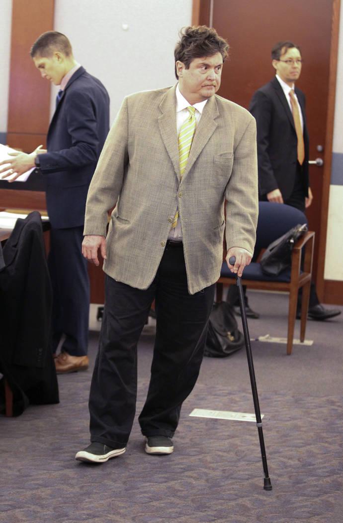 Mark Georgantas, quien persuadió a gente para que le prestaran dinero por lo que los fiscales determinaron que era una estafa de casino, espera ser sentenciado en el Centro de Justicia Regional e ...