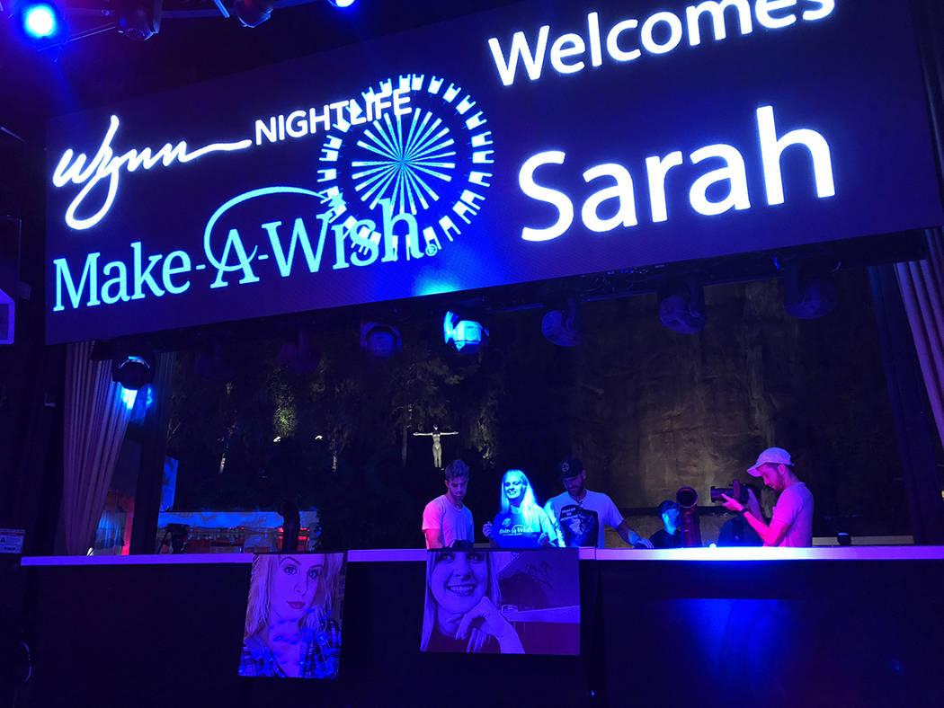 Sarah Hodge acompañada de familiares, artistas y personal de Wynn Nightlife vio cumplido su deseo por Make A Wish. El viernes 17 de agosto de 2018. Foto Valdemar González / El Tiempo - Contribuidor.