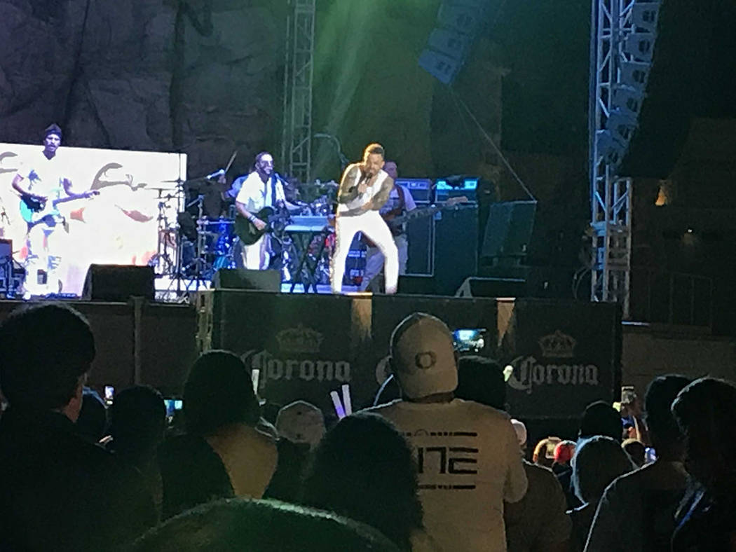 El cantante Nacho durante un concierto ofrecido en el Mandalay Bay Beach, el sábado 18 de agosto de 2018. Foto El Tiempo.