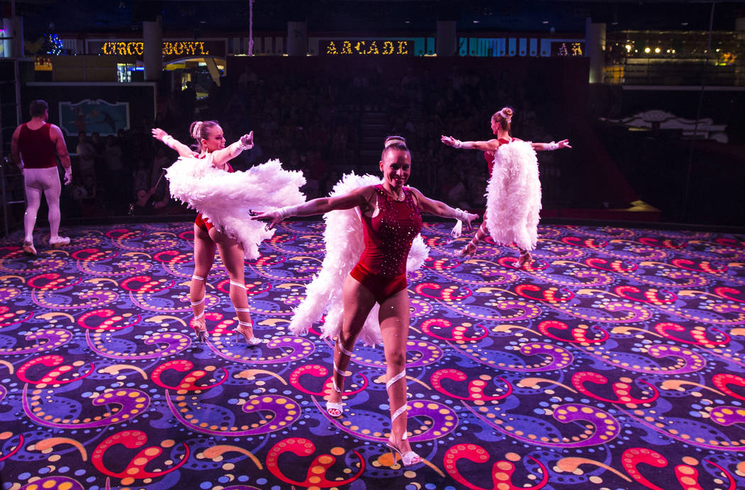 The Flying Poemas se presentan en el carnaval a mitad de camino en Circus Circus en Las Vegas el viernes 22 de junio de 2018. Chase Stevens Las Vegas Review-Journal @csstevensphoto