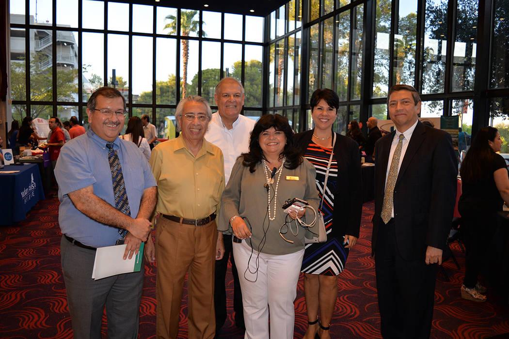 El Cónsul de México en esta jurisdicción, Alejandro Madrigal Becerra –primero desde la derecha- estuvo presente en el inicio de la gira México en el Corazón en Las Vegas. Viernes 17 de agos ...