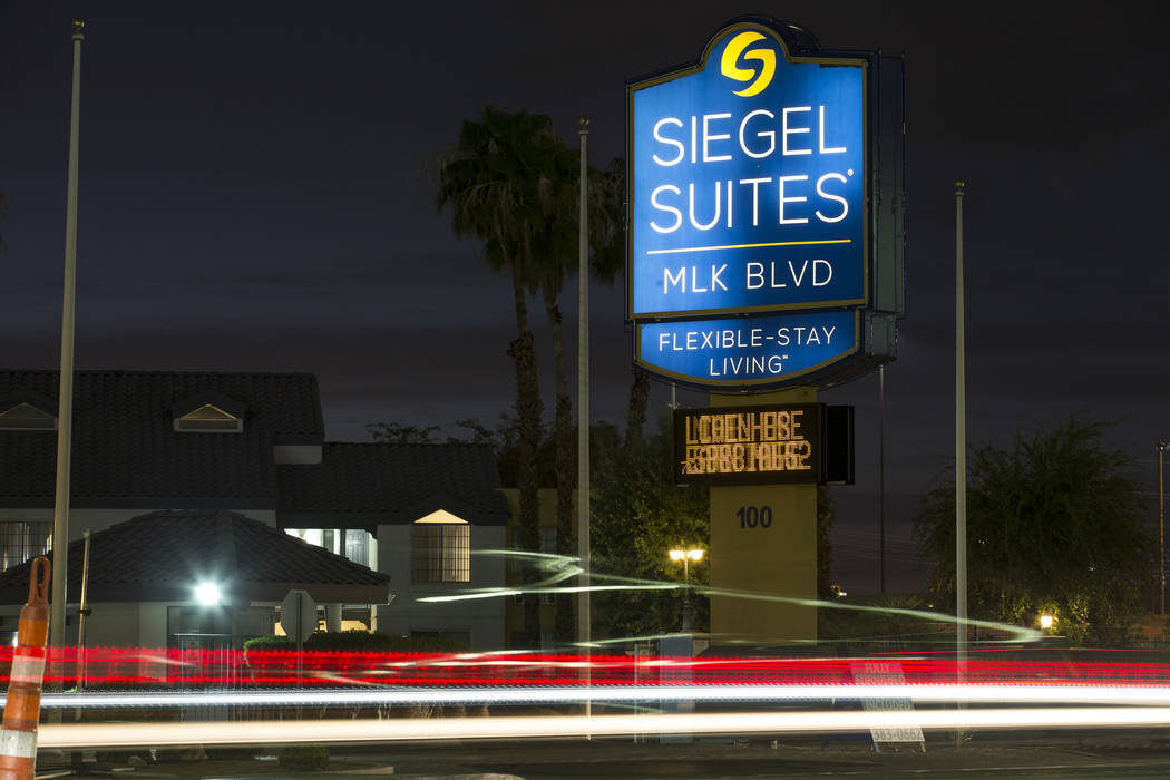 El complejo de apartamentos para estadías prolongadas Siegel Suites MLK está ubicado en 100 South Martin Luther King Blvd. en Las Vegas el lunes 20 de agosto de 2018. Richard Brian Las Vegas Rev ...