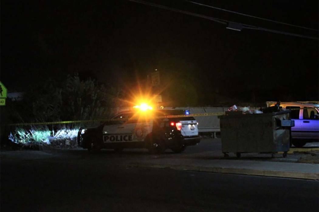 Una persona fue encontrada muerta de una lesión en la cabeza dentro de un vehículo el martes, 21 de agosto de 2018, en la cuadra 2200 de Sunrise Avenue. (Max Michor / Las Vegas Review-Journal)
