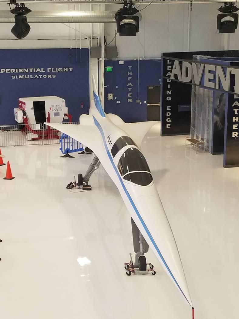 """El sábado 18 de agosto de 2018 se exhibió un prototipo del vehículo de prueba XB-1 """"Baby Boom"""" en un hangar en el Aeropuerto Centennial en Englewood, Colorado. Richard N. Velotta/Las Vegas Revi ..."""