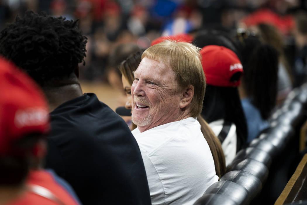 El dueño de los Oakland Raiders, Mark Davis, fotografiado durante el juego de baloncesto Las Vegas Aces vs Atlanta Dream WNBA en el Mandalay Bay Events Center en Las Vegas, el domingo 19 de agost ...