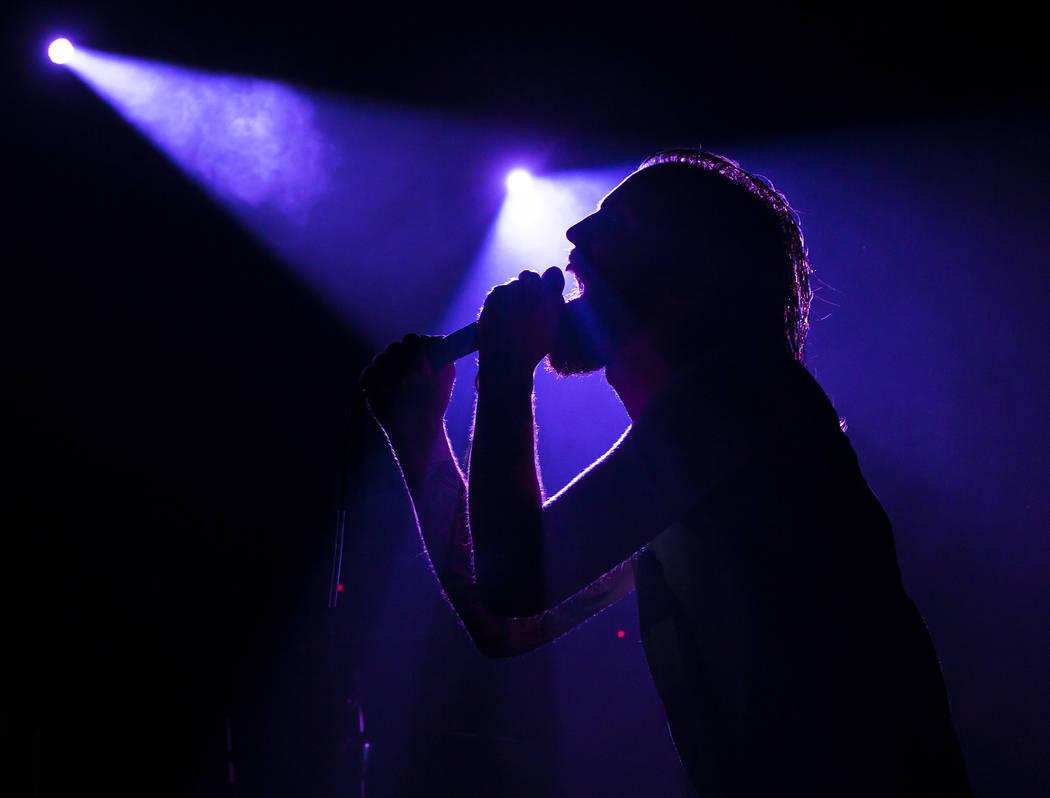 Adam Clemans de Wolvhammer actúa en Vinyl durante el festival de música Psycho Las Vegas en el Hard Rock Hotel de Las Vegas el viernes 17 de agosto de 2018. Chase Stevens Las Vegas Review-Journa ...