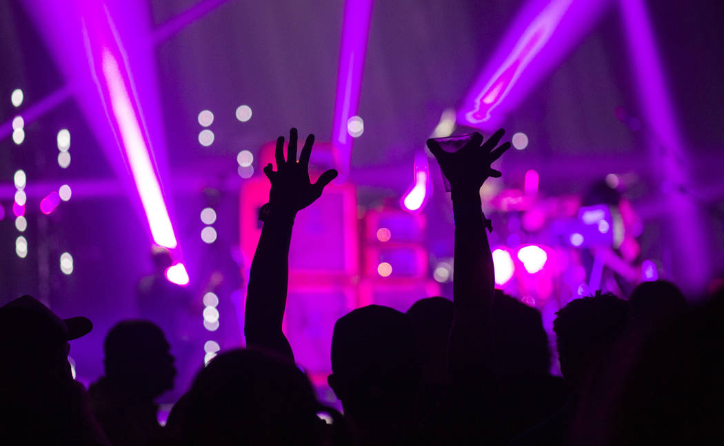 Fans aplauden mientras Boris se presenta en The Joint durante el festival de música Psycho Las Vegas en el Hard Rock Hotel de Las Vegas el viernes 17 de agosto de 2018. Chase Stevens Las Vegas Re ...