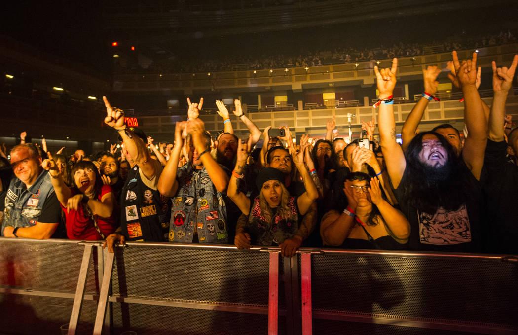 Fans aplauden mientras Monolord se presenta en The Joint durante Psycho Las Vegas en el Hard Rock Hotel de Las Vegas el sábado 18 de agosto de 2018. Chase Stevens Las Vegas Review-Journal @csstev ...