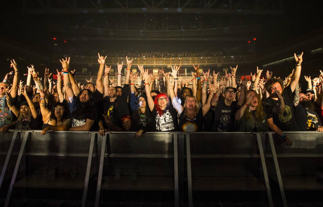 Fans posan para una fotografía mientras Monolord se presenta en Psycho Las Vegas en el Hard Rock Hotel de Las Vegas el sábado 18 de agosto de 2018. Chase Stevens Las Vegas Review-Journal @csstev ...