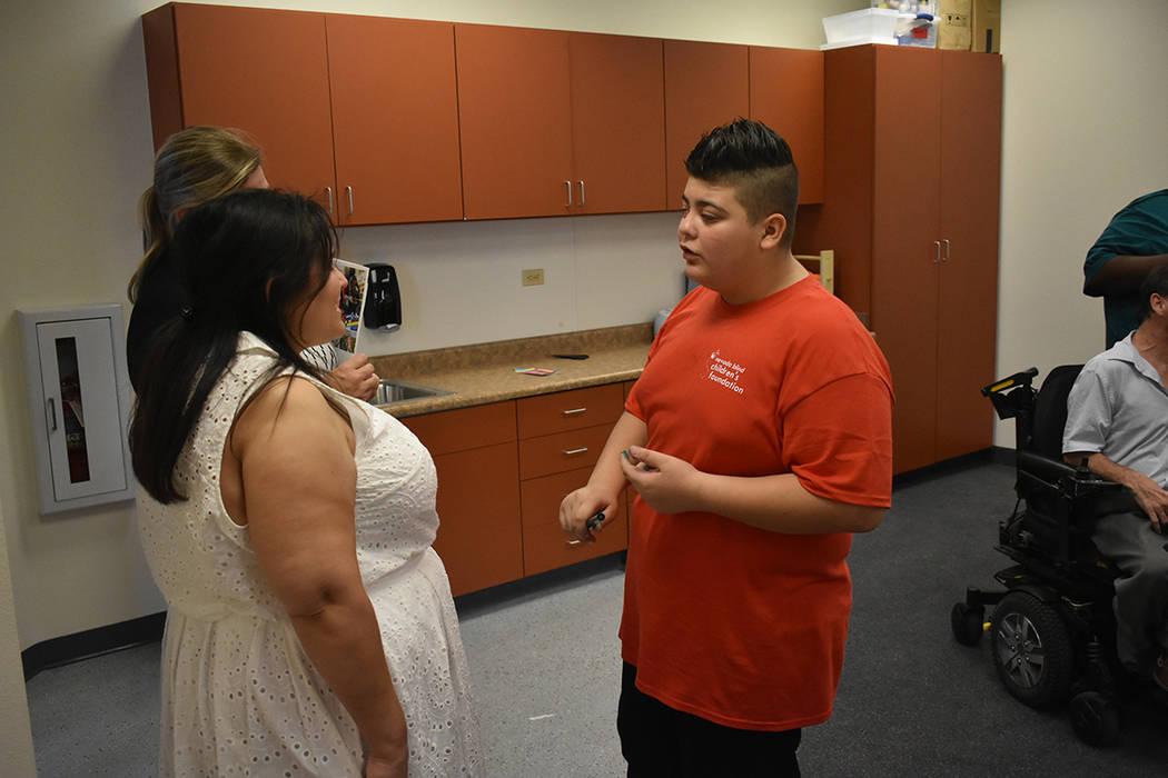 Jonathan Palma es uno de los estudiantes que se han beneficiado de los servicios de NBCF. Lunes 20 de agosto en el Centro de Aprendizaje de Nevada Blind Children's Foundation. Foto Anthony Avellan ...