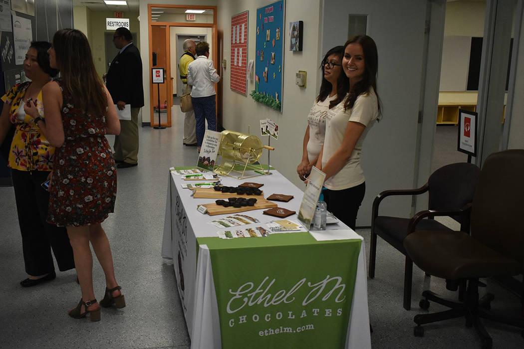 La ceremonia inaugural contó con refrigerios proporcionados por Ethel M Chocolates y Ventano Italian Grill. Lunes 20 de agosto en el Centro de Aprendizaje de Nevada Blind Children's Foundation. F ...
