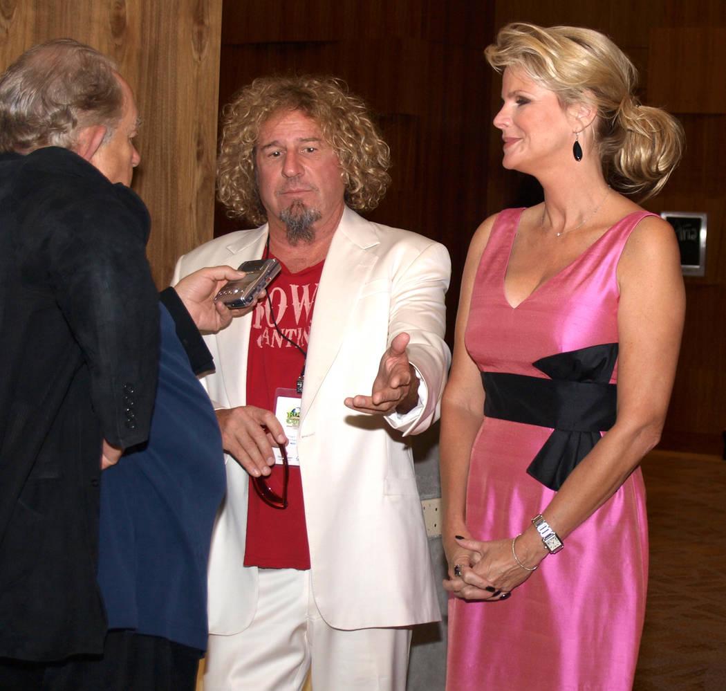Robin Leach, izquierda, con Sammy Hagar y Cari Hagar (Las Vegas Review-Journal)