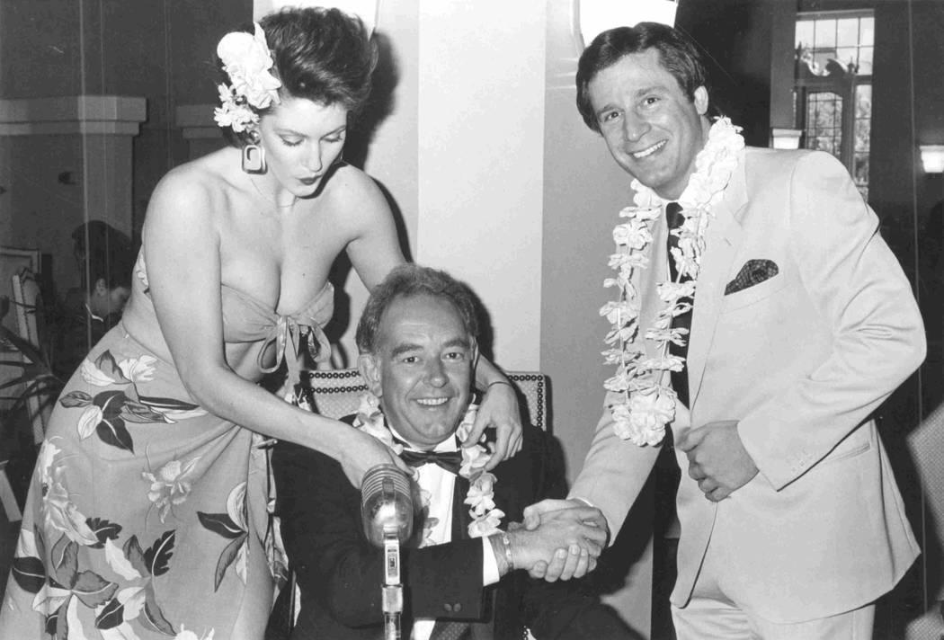 Ilene Murphy, Robin Leach y Don Ushers en el Tropicana en 1986. (Foto de archivo)