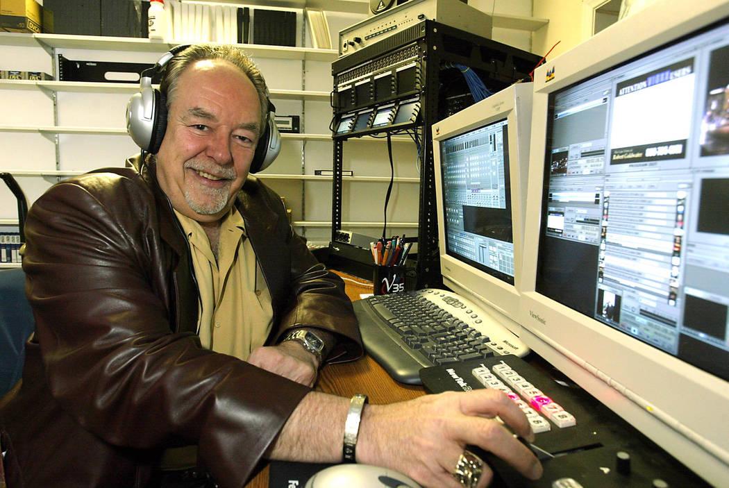 Robin Leach en un estudio de televisión. (John Gurzinski / Las Vegas Review-Journal)