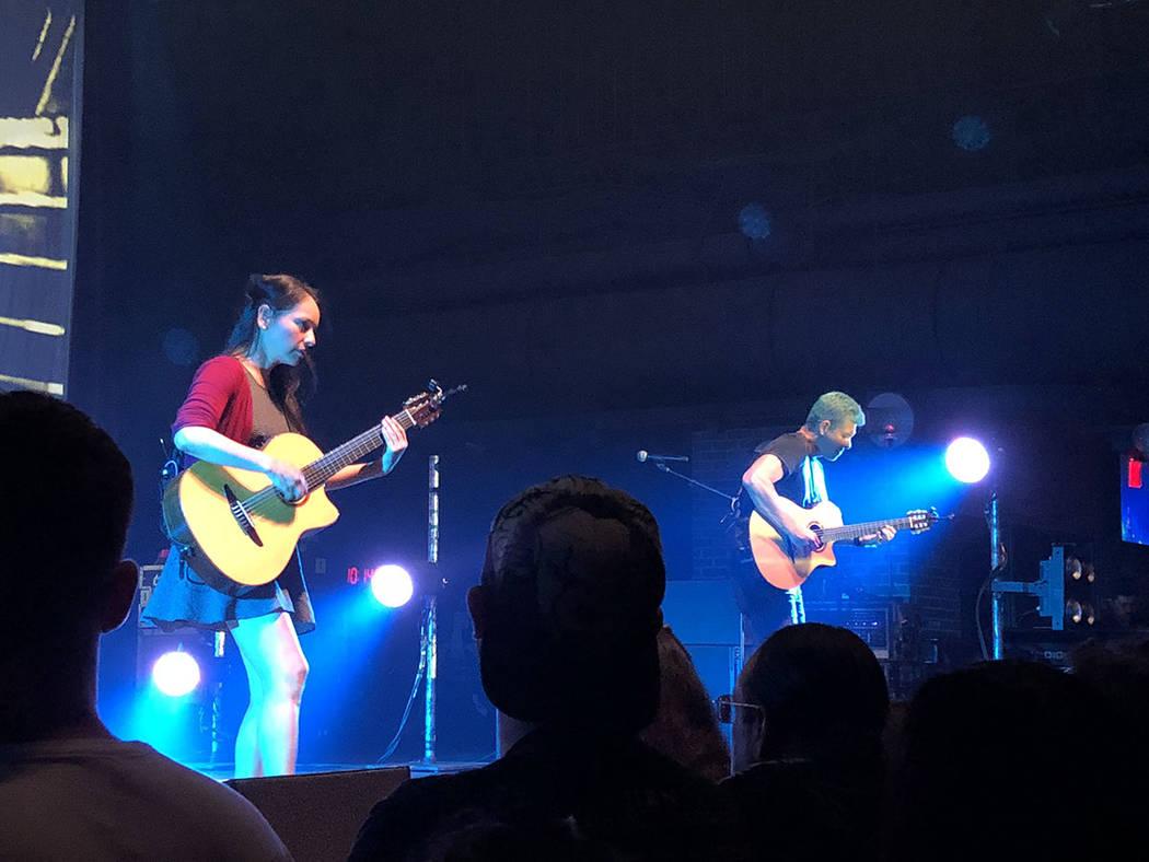 Los guitarristas Rodrigo y Gabriela en plena actuación. El 24 de agosto de 2018, en el Brooklyn Bowl de Las Vegas. Foto Valdemar González / El Tiempo - Contribuidor.