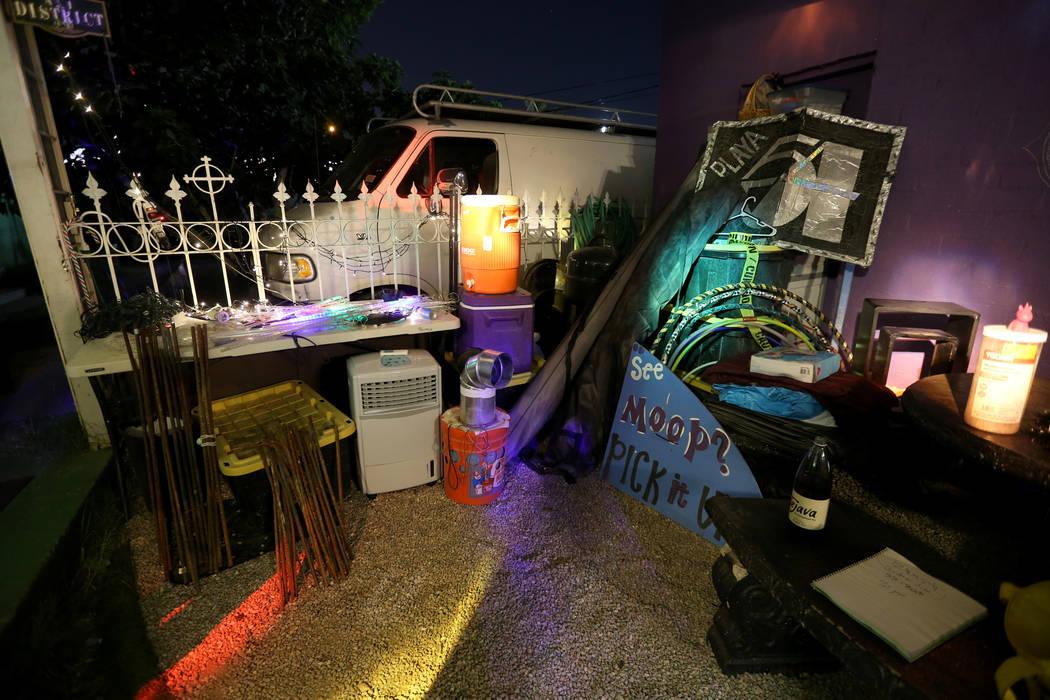 """Artículos que Michelle """"Pouncy"""" Lincoln ha reservado para Burning Man en su casa en el Arts District de Las Vegas el martes, 7 de agosto de 2018, incluye estructuras de sombra, refrigeradores de ..."""