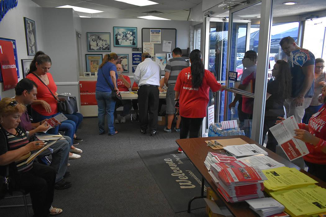 Cerca de 300 personas pudieron iniciar con su proceso de naturalización. Sábado 25 de agosto del 2018 en el edificio del Sindicato Culinario. Foto Anthony Avellaneda / El Tiempo.