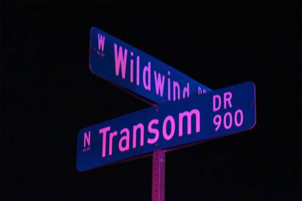 La policía de Las Vegas está investigando un tiroteo el miércoles 29 de agosto de 2018 después de encontrar a un hombre en la cuadra 7400 de Wild Wind Drive con heridas de bala. (Max Michor / ...