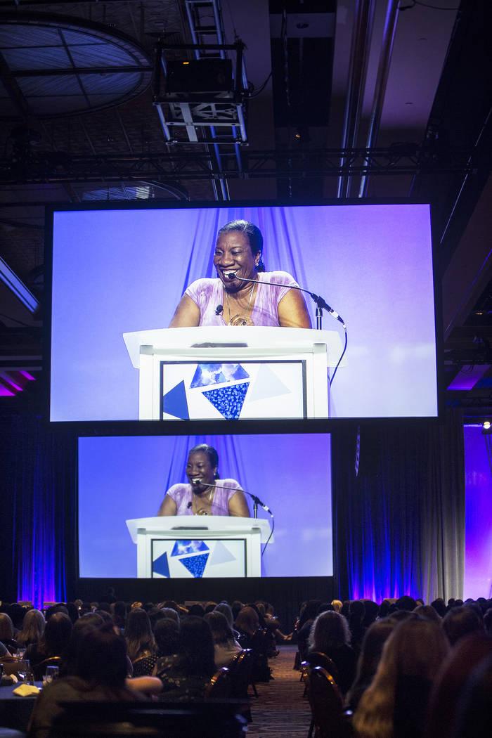 Tarana Burke, fundadora del movimiento Me Too, habla en la Conferencia de Liderazgo Femenino el lunes, 27 de agosto de 2018, en el MGM Grand Conference Center, en Las Vegas. Benjamin Hager Las Veg ...