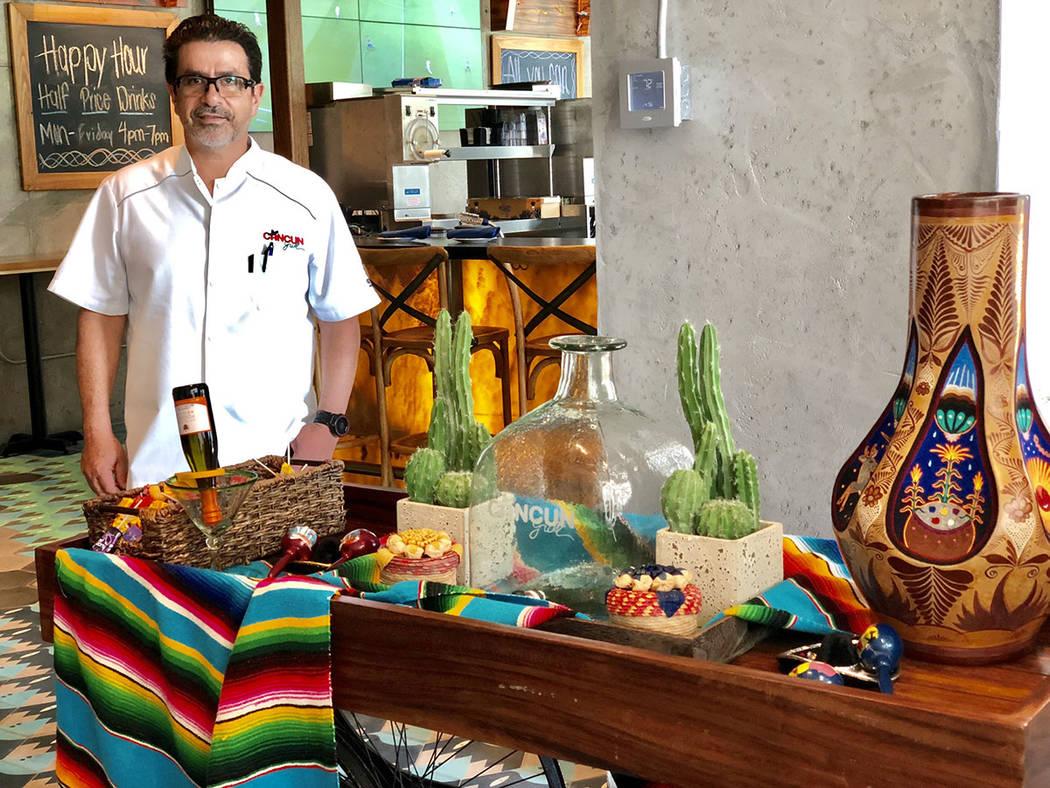 """Miami, 23 Ago 2018 (Notimex-Pablo Tonini).- El inmigrante mexicano Martin Cárdenas quien desde hace más de dos décadas abrió su primer restaurante """"Cancún Grill"""" en Miami Lakes, ahora est ..."""